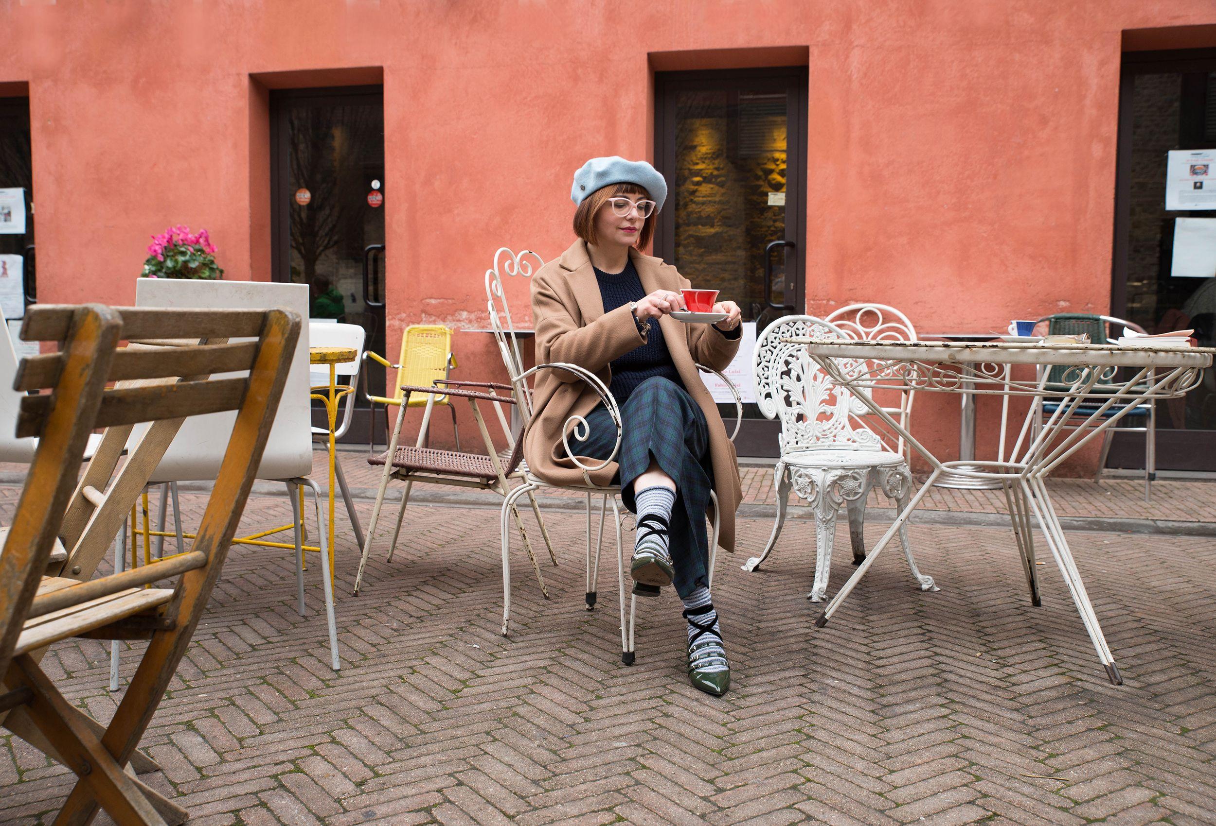 pantaloni a quadri calzini a righe ballerine a punta basco alla francese